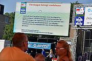 Nederland, Nijmegen, 18-7-2014De organisatie van de 4daagse betuigt haaar medeleven met de nabestaanden van de vluigtuigramp in de Oekraine. Er werd geen muziek gespeeld tijdens de intocht van de 4daagse, vierdaagse.Because of the crash of the malaysian airliner, plane over the Ukraine all festivities have been sobered.Foto: Flip Franssen/ Hollandse Hoogte