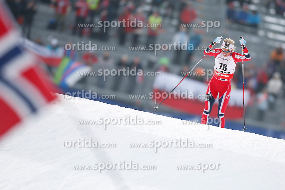26.02.2013, Langlaufstadion, Lago di Tesero, ITA, FIS Weltmeisterschaften Ski Nordisch, Langlauf Damen,10 Km Auf Freier Technik kit Zeitmesser, im Bild Therese Johaug (NOR) // Therese Johaug of Norway during the Ladies Cross Country 10Km Free Individual of the FIS Nordic Ski World Championships 2013 at the Cross Country Stadium, Lago di Tesero, Italy on 2013/02/26. EXPA Pictures ©  2013, PhotoCredit: EXPA/ Federico Modica