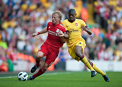 15.08.2010, Anfield, Liverpool, ENG, PL, FC Liverpool vs FC Arsenal, im Bild Liverpool's Dirk Kuyt and Arsenal's Abou Diaby during the Premiership match at Anfield<br /> <br /> ***NETHERLANDS ONLY***