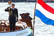 Prins Maurits heeft op het IJ in Amsterdam de traditionele vlootschouw van Sail afgenomen. Ter hoogte van het KNSM-eiland voeren zo'n honderd historische schepen langs het zeilschip De Groene Draeck. <br /> <br /> Prince Maurice has on the IJ in Amsterdam declined the traditional naval review of Sail. At the height of the KNSM island run about a hundred historic ships sailing along the Green Draeck.<br /> <br /> Op de foto / On the photo<br /> <br /> Prins Maurits en Prinses Maril&egrave;ne met hun kinderen Anna , Lucas en Felicia met Erwin van Lambaart , directeur SAIL Event Partners, en Mitra van Raalten , directeur SAIL Amsterdam