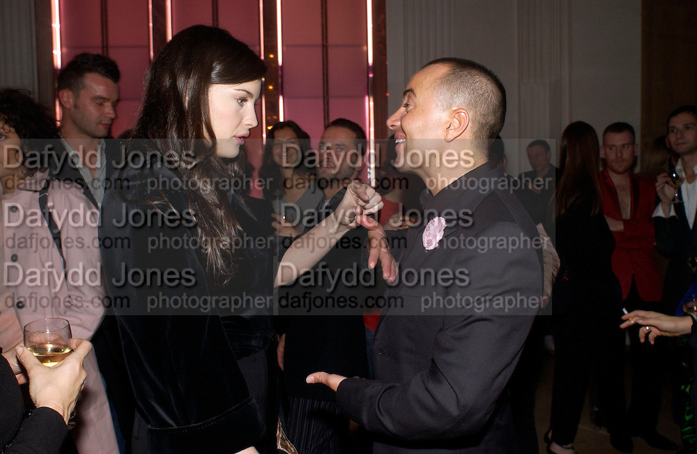 Liv Tyler and Julian McDonald, Givenchy couture show, Julian Macdonald's last ( ?)  Paris, 20 January 2004. © Copyright Photograph by Dafydd Jones 66 Stockwell Park Rd. London SW9 0DA Tel 020 7733 0108 www.dafjones.com