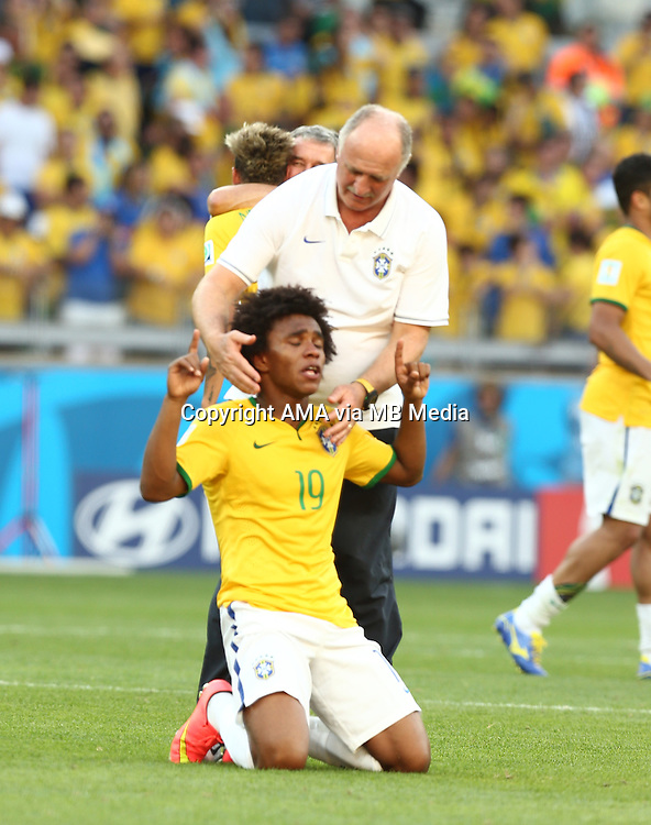 Fifa Soccer World Cup - Brazil 2014 - <br /> BRAZIL (BRA) Vs. CHILE  (CHI) - Round of 16 - Estadio Mineirao Belo Horizonte - Brazil (BRA) - 28 Jun 2014 <br /> Here Brazilian player Willian who loss the first penalty for his team pry and received the consolation of Head Coach Scolari Luiz Felipe<br /> &copy; PikoPress