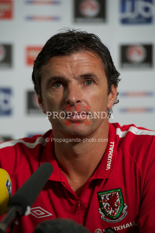 CARDIFF, WALES - Tuesday, August 9, 2011: Wales' manager Gary Speed MBE during a press conference at the Vale of Glamorgan ahead of the International Friendly match against Australia. (Photo by David Rawcliffe/Propaganda)