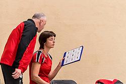 17-03-2018 NED: Prima Donna Kaas Huizen - VC Sneek, Huizen<br /> PDK verliest kansloos met 3-0 van Sneek / Coach Caroline Yntema, Trainer coach Rob Spaanstra