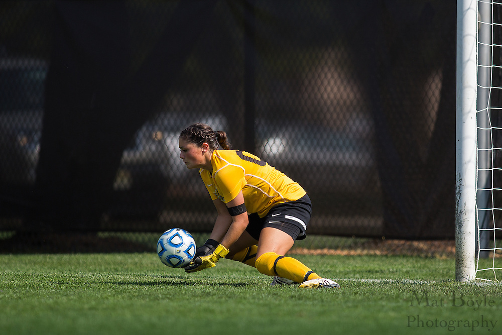 Rowan University Freshman Goal Keeper Carleigh Trivino (00) - Rowan University Women's Soccer vs. William Patterson University at Rowan Univeristy Soccer Fields in Glassboro, NJ on Saturday October 5, 2013. (photo / Mat Boyle)