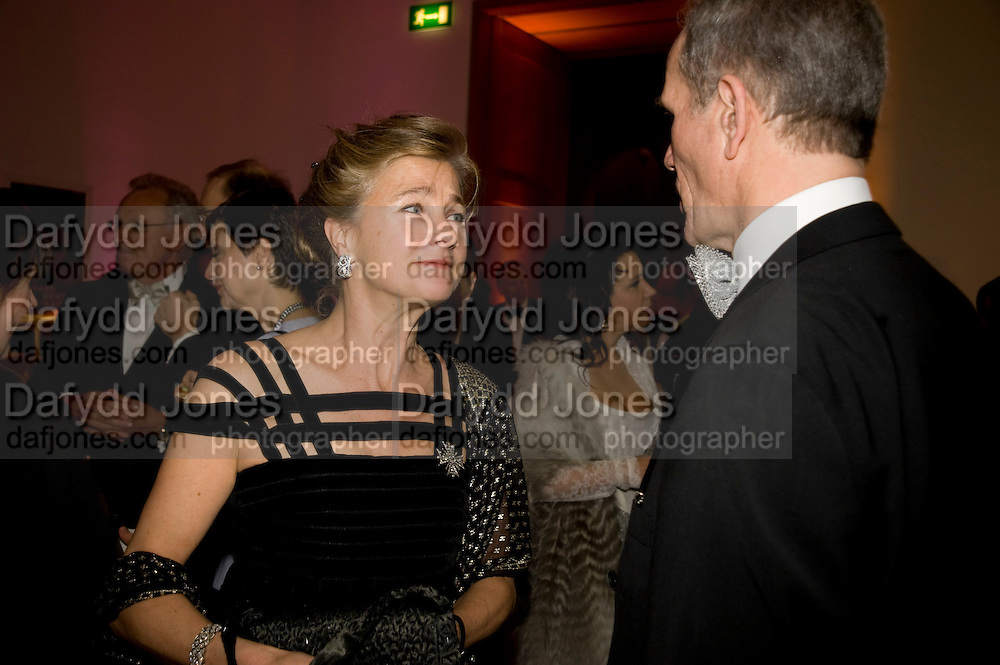 MARCHIONESS OF DOURA; SANDY NAIRNE, National Portrait Gallery fundraising Gala in aid of its Education programme, National Portrait Gallery. London. 3 March 2009 *** Local Caption *** -DO NOT ARCHIVE-© Copyright Photograph by Dafydd Jones. 248 Clapham Rd. London SW9 0PZ. Tel 0207 820 0771. www.dafjones.com.<br /> MARCHIONESS OF DOURA; SANDY NAIRNE, National Portrait Gallery fundraising Gala in aid of its Education programme, National Portrait Gallery. London. 3 March 2009