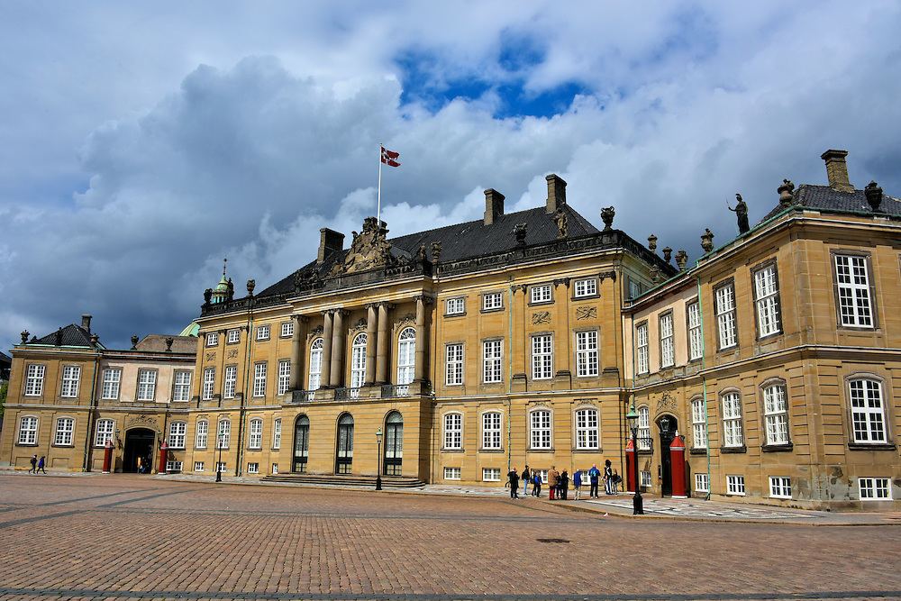 amalienborg palaces history in copenhagen denmark encircle photos. Black Bedroom Furniture Sets. Home Design Ideas