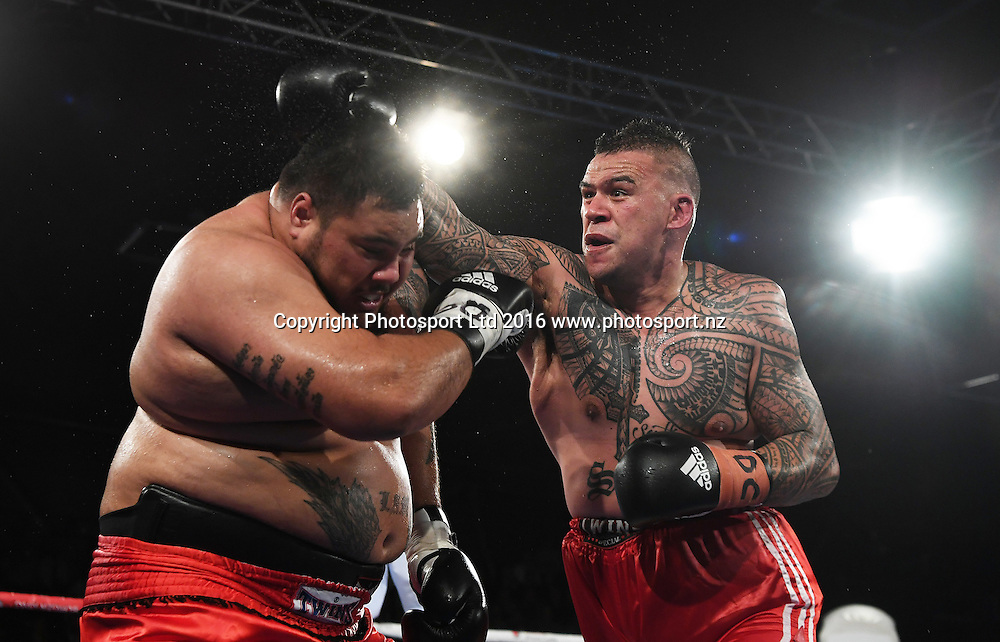 Brown Buttabean (R) v Conrad Lam undercard. Burger King Road to the Title by Duco Boxing. Saturday 21 May 2016. Vodafone Events Centre, Auckland, New Zealand. © Copyright Photo: Andrew Cornaga / www.photosport.nz
