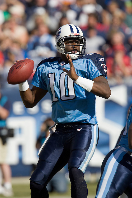 NASHVILLE, TN - OCTOBER 29:  Vince Young #10 of the Tennessee Titans looks down field for a receiver against the Houston Texans at LP Field on October 29, 2006 in Nashville, Tennessee. The Titans defeated the Texans 28 to 22. (Photo by Wesley Hitt/Getty Images)***Local Caption***Vince Young