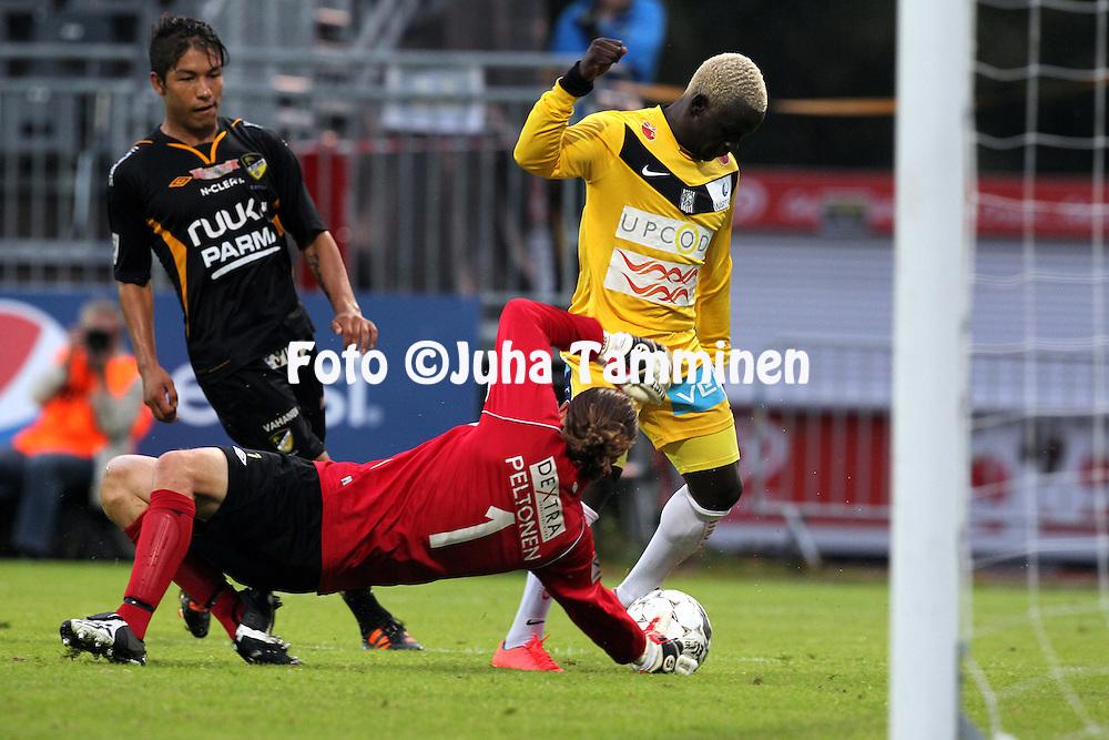 27.8.2012, Tapiolan urheilupuisto, Espoo..Veikkausliiga 2012..FC Honka - Vaasan Palloseura..Mustafa Maki (VPS) v Tuomas Peltonen & Moshtagh Yaghoubi (Honka).