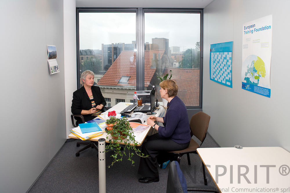 BRUSSELS - BELGIUM - 5 SEPTEMBER 2008 -- Marleen VOORDECKERS, European Training Foundation Brussels liaison officer, meeting with her director Dr. Myriel DUNBAR (Ri) in the new liaison office in the EU Commission building Tour Madou.  -- Photo Erik LUNTANG / EUP-Images