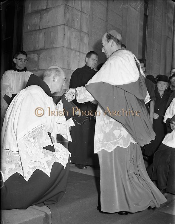 23/11/1952<br /> 11/23/1952<br /> 23 November 1952<br /> Franciscan Annual Youth Mass at Merchants Quay, Dublin. Fr. Cormac O'Daly O.F.M. greets Archbishop John McQuaid outside Adam and Eve Church Merchants quay.