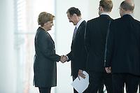 12 NOV 2008, BERLIN/GERMANY:<br /> Angela Merkel (L), CDU, Bundeskanzlerin, begruesst Prof. Dr. Bert Ruerup (R), Wirtschaftswissenschaftler TU Darmstadt, vor Beginn der Uebergabe des Jahresgutachtens 2008/2009 des Sachverstaendigenrates zur Begutachtung des gesamtwirtschaftlichen Entwicklung an die Bundeskanzlerin, Bundeskanzleramt<br /> IMAGE: 20081112-02-015<br /> KEYWORDS: Bert Rürup, Handshake, Wirtschaftsweise, Sachverständigenrat
