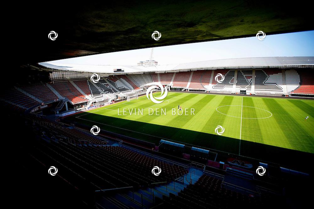 ALKMAAR - In het AZ Stadion is de NNP dag 2013 gehouden. Met op de foto  de grasmat van het AZ Stadion. FOTO LEVIN DEN BOER - PERSFOTO.NU