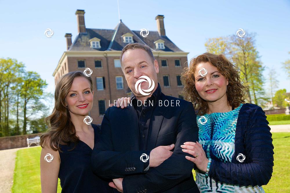 AMERONGEN - Op het landgoed van Kasteel Amerongen is de cast van de 'The Sound of Music' bekend gemaakt. Met hier op de foto  Cindy Bell, Tony Neef en Maaike Widdershoven. FOTO LEVIN DEN BOER - PERSFOTO.NU