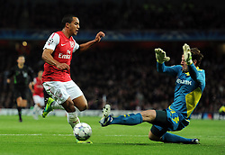 23.11.2011, Emirates Stadion, London, ENG, UEFA CL, Gruppe F, FC Arsenal (ENG) vs Borussia Dortmund (GER), im Bild Arsenal's Theo Walcott in action against Borussia Dortmund's Roman Weidenfeller during the football match of UEFA Champions league, group F, between FC Arsenal (ENG) and Borussia Dortmund (POR) at Emirates Stadium, London, United Kingdom on 2011/11/23. EXPA Pictures © 2011, PhotoCredit: EXPA/ Sportida/ Chris Brunskill..***** ATTENTION - OUT OF ENG, GBR, UK *****