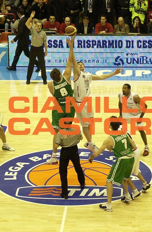 DESCRIZIONE : FORLI FINAL 8 COPPA ITALIA LEGA A1 2005 FINALE<br />GIOCATORE : MARCONATO - LACEY<br />SQUADRA : BENETTON TREVISO - BIPOP CARIRE REGGIO EMILIA<br />EVENTO :  FINAL 8 COPPA ITALIA LEGA A1 2005 FINALE<br />GARA : BIPOP CARIRE REGGIO EMILIA-BENETTON TREVISO<br />DATA : 20/02/2005 <br />CATEGORIA : Tiro<br />SPORT : Pallacanestro <br />AUTORE : Agenzia Ciamillo-Castoria/M.Buzzoni
