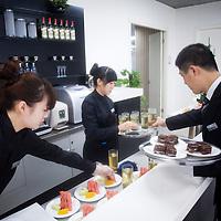CHENGDU, 10/17/2012 :  Angestellte servieren Speisen fuer gute Kunden an der Audi new Elelements Bar.