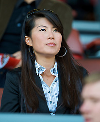 LIVERPOOL, ENGLAND - Saturday, September 12, 2009: Wife of Liverpool's commercial director Ian Ayre during the Premiership match at Anfield. (Photo by David Rawcliffe/Propaganda)