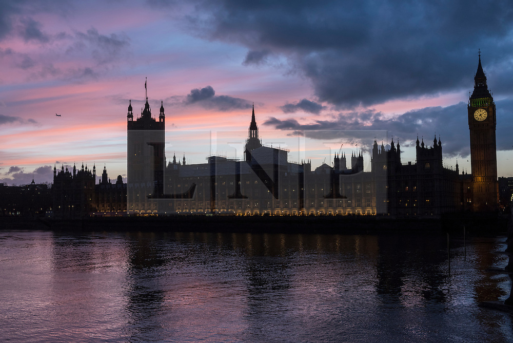 © Licensed to London News Pictures. 07/02/2017. London, UK. The sun sets behind the Houses of Parliament as seen from Lambeth. Photo credit : Stephen Chung/LNP