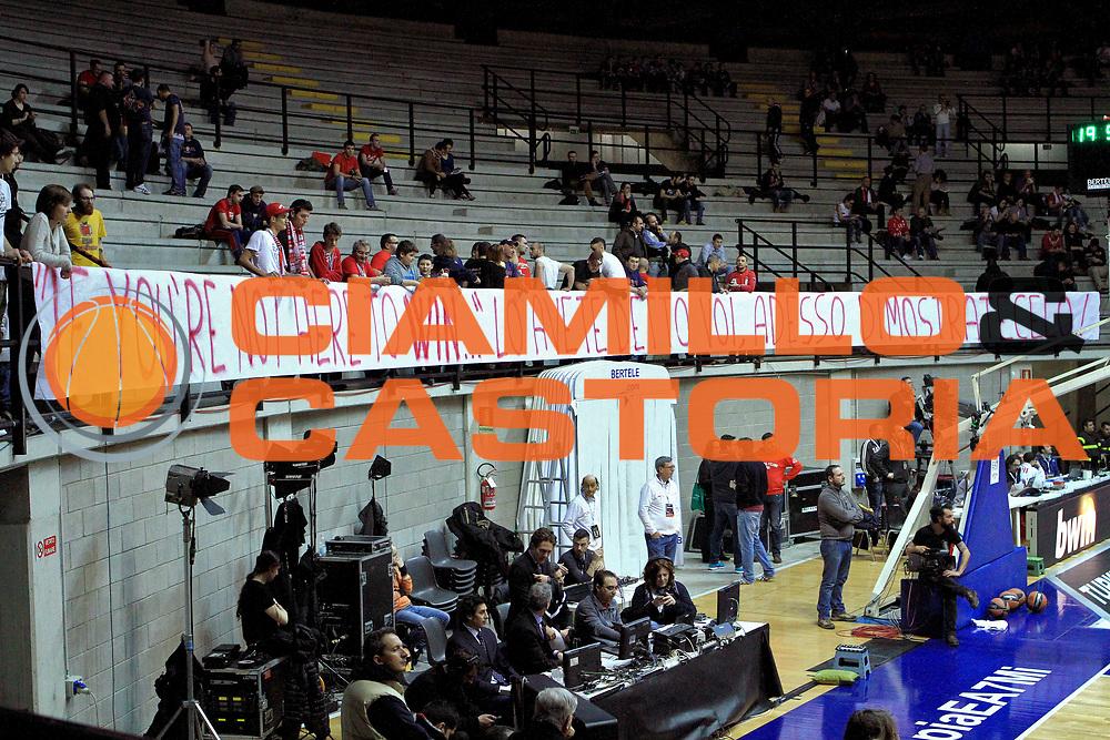 DESCRIZIONE : Desio Eurolega  2013-14 EA7 Armani Milano Vs. Unicaja Malaga<br /> GIOCATORE : Publico <br /> CATEGORIA : Pregame Tifosi<br /> SQUADRA :  EA7 Emporio Armani Milano<br /> EVENTO : Eurolega  2013-2014 <br /> GARA : EA7 Armani Milano Vs. Unicaja Malaga<br /> DATA : 20/02/2014<br /> SPORT : Pallacanestro <br /> AUTORE : Agenzia Ciamillo-Castoria/I.Mancini<br /> Galleria : Eurolega 2013-2014 <br /> Fotonotizia :  Desio  Eurolega  2013-14 EA7 <br /> EA7 Armani Milano Vs. Unicaja Malaga