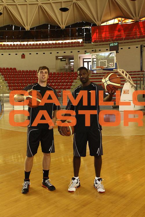 DESCRIZIONE : Roma Lega Basket A 2012-13  Raduno Virtus Roma<br /> GIOCATORE : Bobby Jones Olek Czyz<br /> CATEGORIA : ritratto curiosita<br /> SQUADRA : Virtus Roma <br /> EVENTO : Campionato Lega A 2012-2013 <br /> GARA :  Raduno Virtus Roma<br /> DATA : 23/08/2012<br /> SPORT : Pallacanestro  <br /> AUTORE : Agenzia Ciamillo-Castoria/M.Simoni<br /> Galleria : Lega Basket A 2012-2013  <br /> Fotonotizia : Roma Lega Basket A 2012-13  Raduno Virtus Roma<br /> Predefinita :