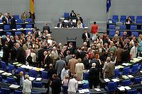 29 JUN 2006, BERLIN/GERMANY:<br /> Uebersicht Plenarsaal, waehrend der namentlichen Abstimmung zur Finanzierung der Krankenversicherung, Plenum, Deutscher Bundestag<br /> IMAGE: 20060629-01-141<br /> KEYWORDS: Übersicht