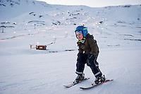 Ari Carl að skíða í Hlíðarfjalli á Akureyri.