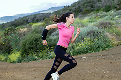 """June 16, 2017 - Inconnu, inconnu - 15/06/2017 - A hands-free way to take on liquid without disrupting a run or a workout is set to be a hit.Wetsleeve is a lightweight pack worn on the forearm to make hydration seamless and effortless A silicone mouthpiece situated towards the wrist lets the user take a drink simply by raising their arm top their mouth.It lets users can drink from the wrist without breaking their momentum. According to the makers, athletes and outdoor enthusiasts no longer have to carry around bottles or wear bulky and impractical hydration packs while on the move. The Wetsleeve incorporates a refillable 12oz / 350 ml) liquid reservoir and is available in three fitting sizes, small , medium and large.A spokesman for the US team behind the accessory said: """" Wetsleeve is suitable for virtually all sports and activities, including running, hiking, cycling, paddle boarding, skateboarding, kite-surfing, diving, general fitness, yoga, and fishing, among others. """"It is made from breathable, soft, water resistant materials with a 3D mesh lining on its underside that lets the skin breathe while ensuring an elastic, yet firm and streamlined fit. It also incorporates two built-in pockets perfect for carrying personal belongings like cards, keys or headphones. Wetsleeve has a zippered pocket which is opened to remove the drinks reservoir for filling.A built-in insulated lining ensures the liquid inside stays cool during extended use. The spokesman added:"""" The reservoir, made from government approved food grade materials was meticulously designed to compress after every sip to minimize sloshing while the integrated spine ensures the liquid contents stay evenly distributed at all times, even during rigorous activities. """"Wetsleeve co-founder David Herring , based in Brooklyn, New York, USA, said he came up with the idea for it after finding existing options for hands-free hydration were severely lacking.""""He explained:"""" I hated ha"""