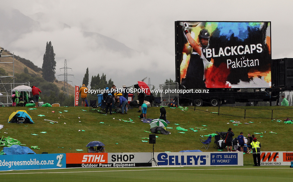 Play is called off at the Queenstown Events Centre. 2nd ODI, Black Caps v Pakistan, One Day International Cricket. Queenstown, New Zealand. Wednesday 26  January 2011. Photo: Andrew Cornaga/photosport.co.nz