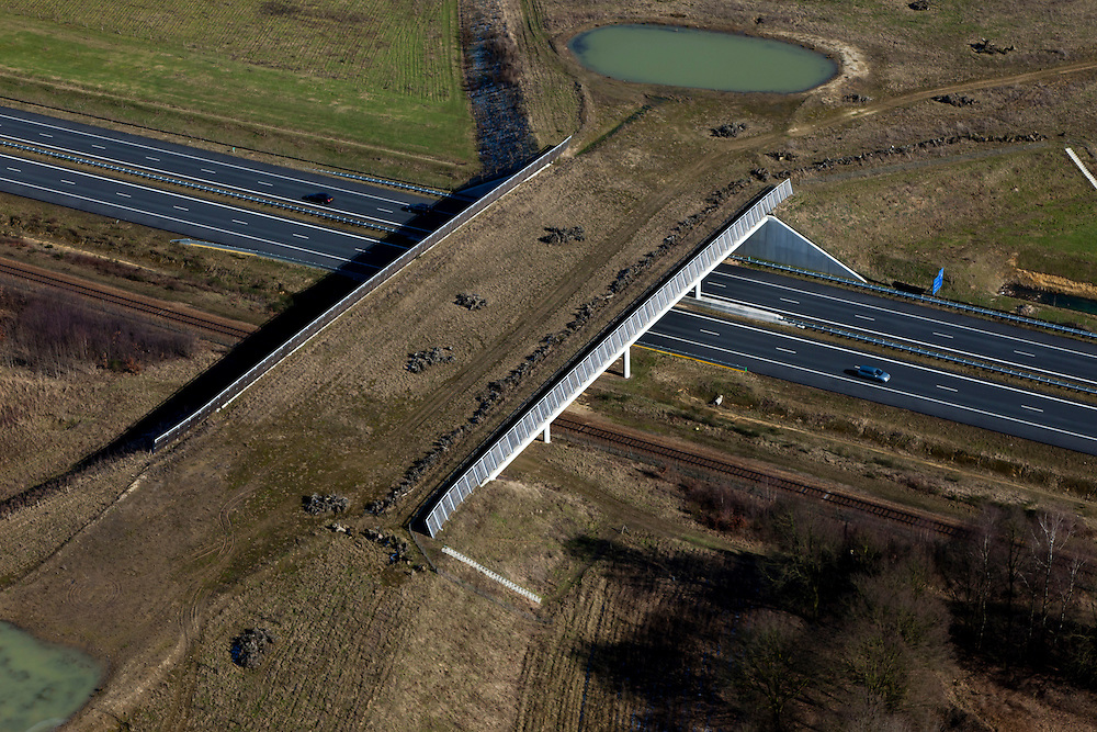 Nederland, Limburg, Gemeente Beesel, 07-03-2010; ten noorden van Swalmen, ecoduct A73-Zuid (Rijksweg A73)..North of Swalmen, ecoduct A73 South (highway A73)..luchtfoto (toeslag), aerial photo (additional fee required).foto/photo Siebe Swart