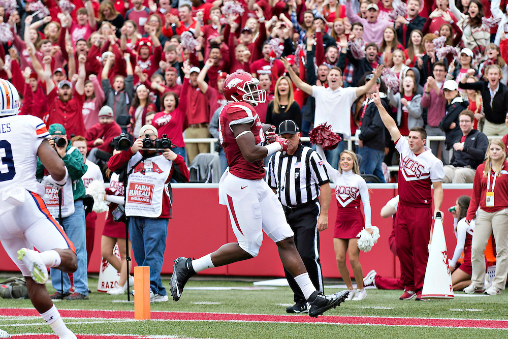 FAYETTEVILLE, AR - OCTOBER 24:  Jeremy Sprinkle #83 of the Arkansas Razorbacks runs the ball in for a two point conversion in overtime against the Auburn Tigers at Razorback Stadium Stadium on October 24, 2015 in Fayetteville, Arkansas.  The Razorbacks defeated the Tigers in 4 OT's 54-46.  (Photo by Wesley Hitt/Getty Images) *** Local Caption *** Jeremy Sprinkle