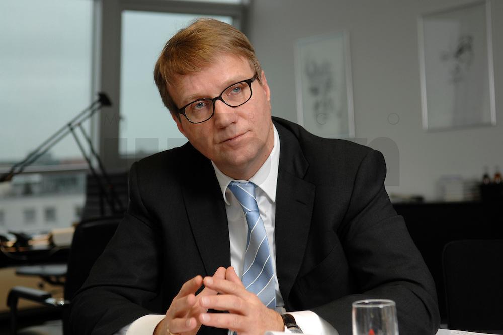 09 JAN 2007, BERLIN/GERMANY:<br /> Ronald Pofalla, CDU Generalsekretaer, waehrend einem Interview, in seinem Buero, CDU Bundesgeschaeftsstelle<br /> IMAGE: 20070109-01-025