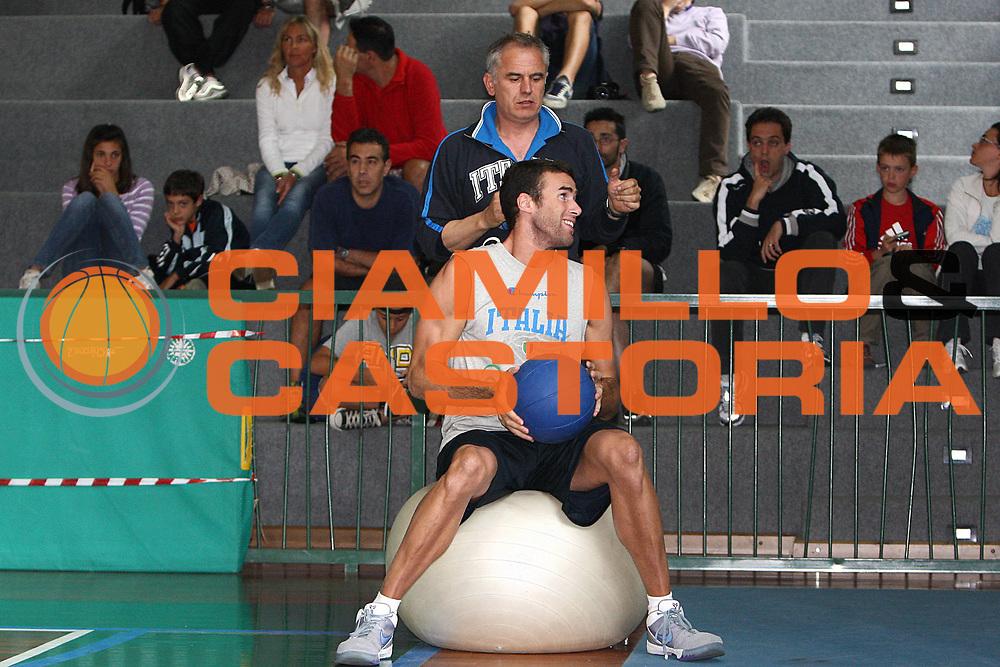 DESCRIZIONE : Bormio Raduno Collegiale Nazionale Italiana Maschile Allenamento<br /> GIOCATORE : Luigi Datome Luigi Sepulcri<br /> SQUADRA : Nazionale Italia Uomini <br /> EVENTO : Raduno Collegiale Nazionale Italiana Maschile <br /> GARA : <br /> DATA : 11/07/2009 <br /> CATEGORIA : <br /> SPORT : Pallacanestro <br /> AUTORE : Agenzia Ciamillo-Castoria/G.Ciamillo