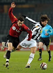 11.03.2010, Stadio Olimpico, Turin, ITA, UEFA EL, Juventus Turin vs Fulham im Bild Diego (Juventus) vs Sinmon Davies (Fulham FC), EXPA Pictures © 2010, PhotoCredit: EXPA/ InsideFoto/ Perottino / SPORTIDA PHOTO AGENCY