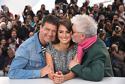 May 18, 2019 - Cannes, France - 72eme Festival International du Film de Cannes. Photocall du film ''Douleur et Gloire''. 72th International Cannes Film Festival. Photocall of ''Dolor y gloria'' movie....239404 2019-05-18  Cannes France.. Banderas, Antonio; Almodovar, Pedro (Credit Image: © Serge Arnal/Starface via ZUMA Press)
