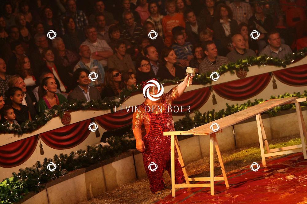 HELMOND - In de tent van Circus Herman Renz werden de opnames van de RTL4 KidsRights KerstSterrenCircus opgenomen. Met op de foto Jochem van Gelder. FOTO LEVIN DEN BOER / PERSFOTO.NU