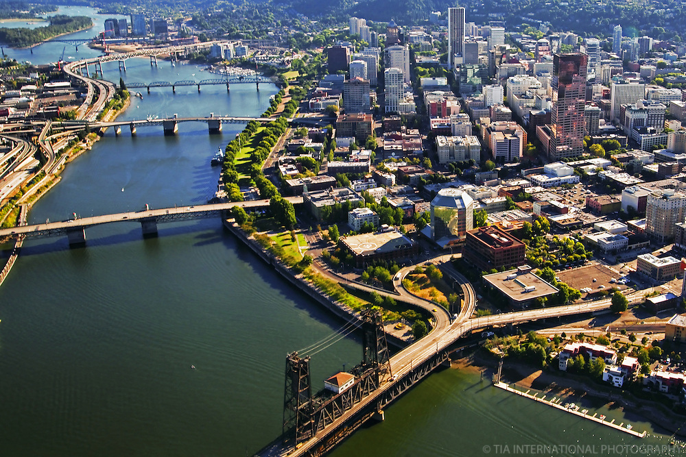 Downtown Portland & Willamette River Bridges