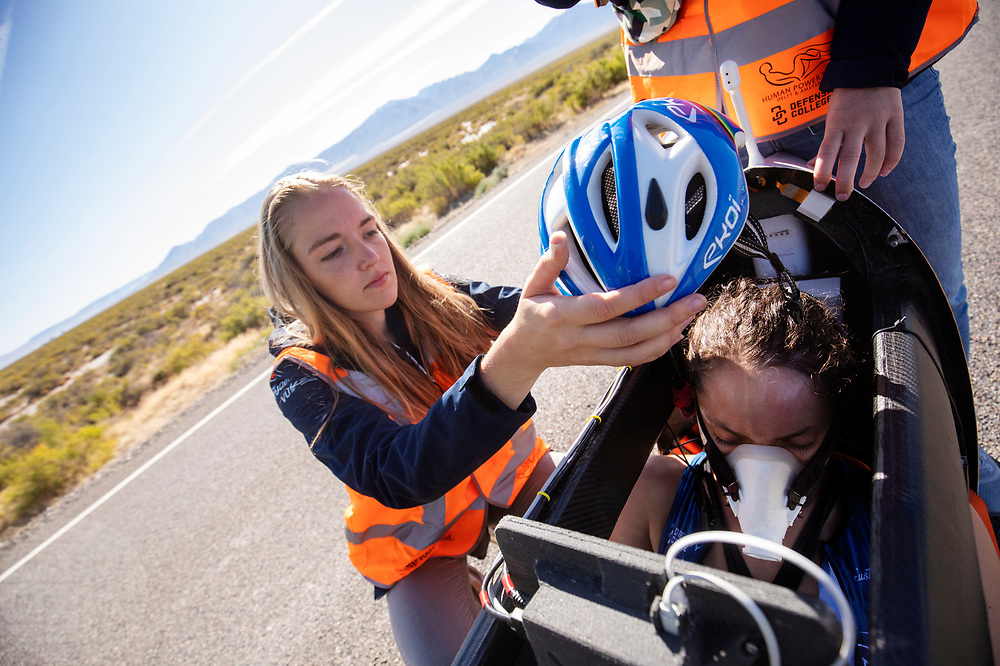De ochtendruns tijdens de zesde racedag. Het Human Power Team Delft en Amsterdam, dat bestaat uit studenten van de TU Delft en de VU Amsterdam, is in Amerika om tijdens de World Human Powered Speed Challenge in Nevada een poging te doen het wereldrecord snelfietsen voor vrouwen te verbreken met de VeloX 9, een gestroomlijnde ligfiets. Dat staat sinds 12 september 2019 op naam van de Franse Ilona Peltier die 124,07 km/u haalde. De Canadees Todd Reichert is de snelste man met 144,17 km/h sinds 2016.<br /> <br /> With the VeloX 9, a special recumbent bike, the Human Power Team Delft and Amsterdam, consisting of students of the TU Delft and the VU Amsterdam, wants to set a new woman's world record cycling in September at the World Human Powered Speed Challenge in Nevada. On 10 September 2019 the team with Rosa Bas a new world record with 122,12 km/u.  The fastest man is Todd Reichert with 144,17 km/h.