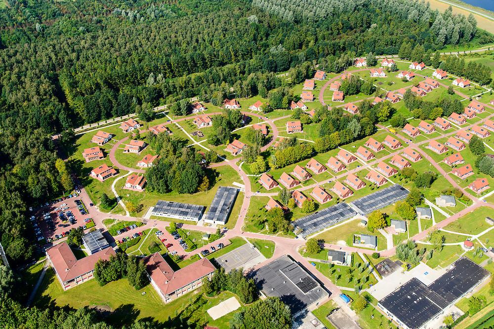 Nederland, Flevoland, Dronten, 08-09-2016; overzicht Asielzoekerscentrum AZC Dronten.   <br /> Overview Asielzoekerscentrum AZC Dronten. <br /> <br /> luchtfoto (toeslag op standard tarieven);<br /> aerial photo (additional fee required);<br /> copyright foto/photo Siebe Swart