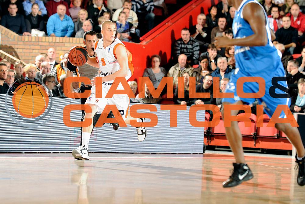 DESCRIZIONE : Championnat de France Basket Ligue Pro A  a Gravelines<br /> GIOCATORE : Ben Woodside<br /> SQUADRA : Gravelines<br /> EVENTO : Ligue Pro A  2010-2011<br /> GARA : Gravelines Poitiers<br /> DATA : 09/11/2010<br /> CATEGORIA : Basketbal France Ligue Pro A<br /> SPORT : Basketball<br /> AUTORE : JF Molliere par Agenzia Ciamillo-Castoria <br /> Galleria : France Basket 2010-2011 Action<br /> Fotonotizia : Championnat de France Basket Ligue Pro A au Mans<br /> Predefinita :