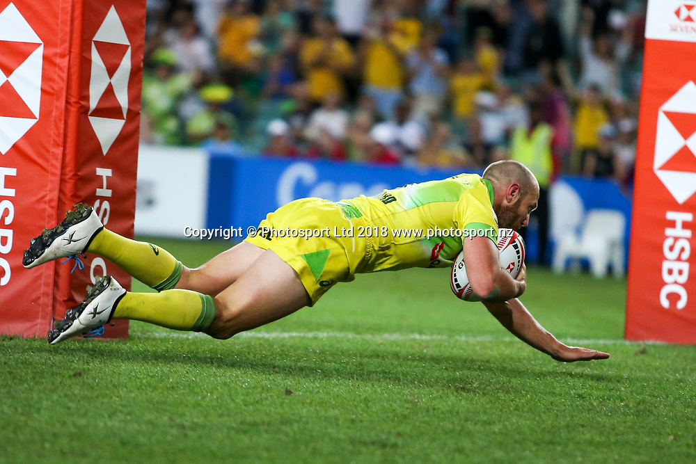 James Stannard scores under the posts during the HSBC Sydney Rugby Sevens Final at Allianz Stadium between Australia and South Africa, Sydney,  Sunday 28th January 2018. Copyright Photo: David Neilson / www.photosport.nz