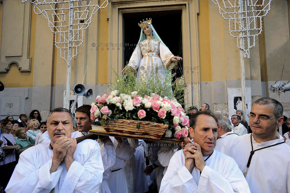 "Roma 26 Luglio 2010..Venerabile Arciconfraternita  del SS.mo Sacramento e di Maria Ss. del Carmine in Trastevere a Roma fondata nell' anno 1539. I Solenni Festeggiamenti e la processione  in onore della Madonna Fiumarola.La  processione di ritorno della Madonna del Carmine detta ""de' Noantri"" dalla chiesa di Santa Maria in Trastevere alla Chiesa di Sant' Agata..The Solemn Celebrations and processions in honor of  Madonna del Carmine, called ""de 'Noantri"".The procession in honor of  Madonna del Carmine, called ""de 'Noantri""   from church of Santa Maria in Trastevere to church Sant'Agata.http://www.arciconfraternitadelcarmine.it.http://eternallycool.net/?p=285"