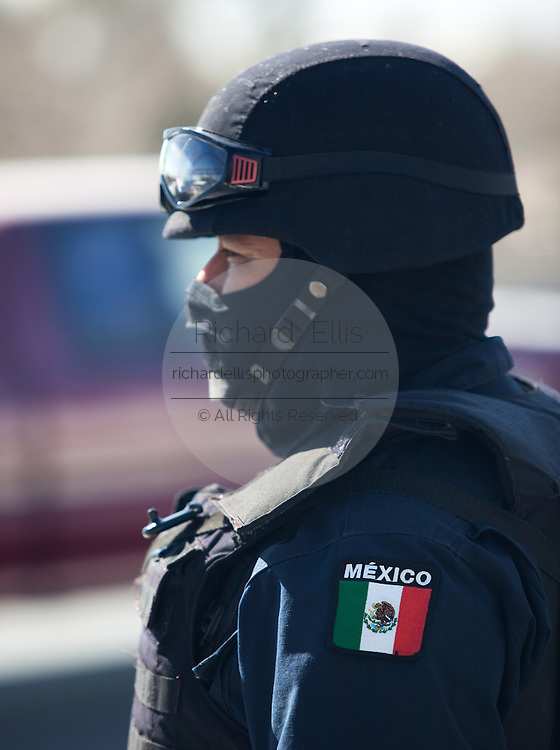 Masked Mexican Army Soldier and Federal Police man a random check of vehicles in Juarez, Mexico January 15, 2009. An ongoing drug war has already claimed more than 40 people since the start of the year. More than 1600 people were killed in Juarez in 2008, making Juarez the most violent city in Mexico.    (Photo by Richard Ellis)