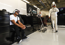 October 21, 2017 - Austin, United States of America - Motorsports: FIA Formula One World Championship 2017, Grand Prix of United States, ..#44 Lewis Hamilton (GBR, Mercedes AMG Petronas F1 Team) with his brother Nicolas  (Credit Image: © Hoch Zwei via ZUMA Wire)