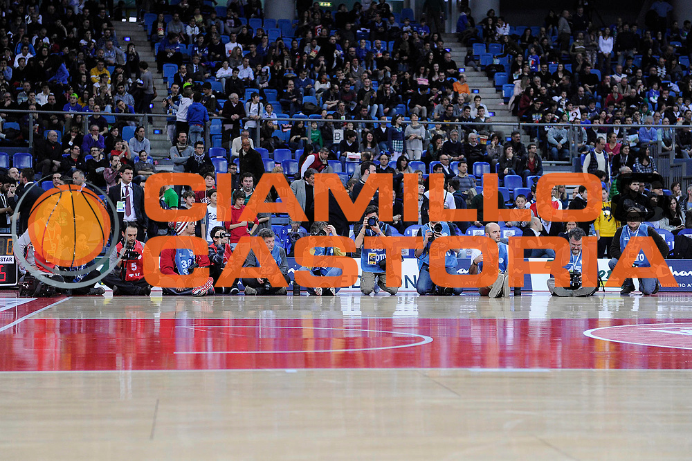DESCRIZIONE : Pesaro Edison All Star Game 2012<br /> GIOCATORE : fotografi<br /> CATEGORIA : gara schiacciate schiacciata dunk contest<br /> SQUADRA : Italia Nazionale Maschile All Star Team<br /> EVENTO : All Star Game 2012<br /> GARA : Italia All Star Team<br /> DATA : 11/03/2012 <br /> SPORT : Pallacanestro<br /> AUTORE : Agenzia Ciamillo-Castoria/C.De Massis<br /> Galleria : FIP Nazionali 2012<br /> Fotonotizia : Pesaro Edison All Star Game 2012<br /> Predefinita :