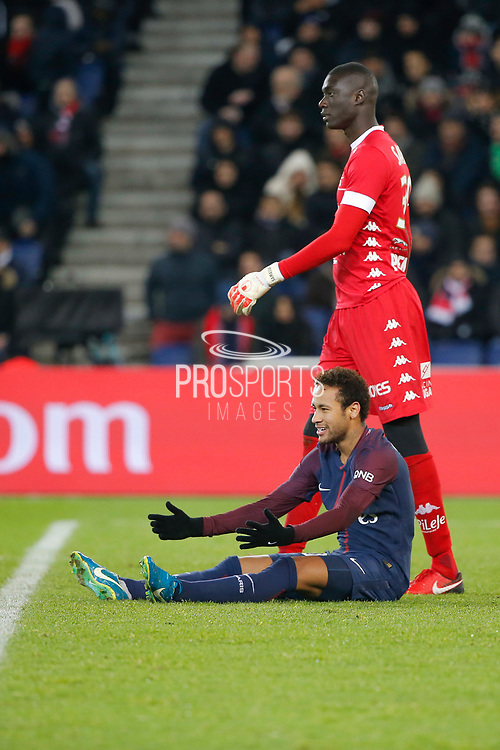 Neymar da Silva Santos Junior - Neymar Jr (PSG) on the floor next to Mamadou SAMASSA (ESTAC TRYOYES) during the French Championship Ligue 1 football match between Paris Saint-Germain and ESTAC Troyes on November 29, 2017 at Parc des Princes stadium in Paris, France - Photo Stephane Allaman / ProSportsImages / DPPI