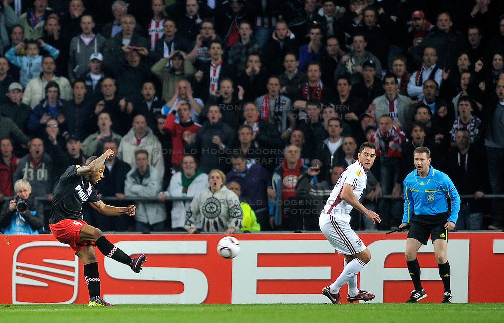 14-04-2011: VOETBAL: PSV - BENFICA: EINDHOVEN<br /> Jeremain Lens maakt de 2-0<br /> &copy; Ronald Hoogendoorn Photography