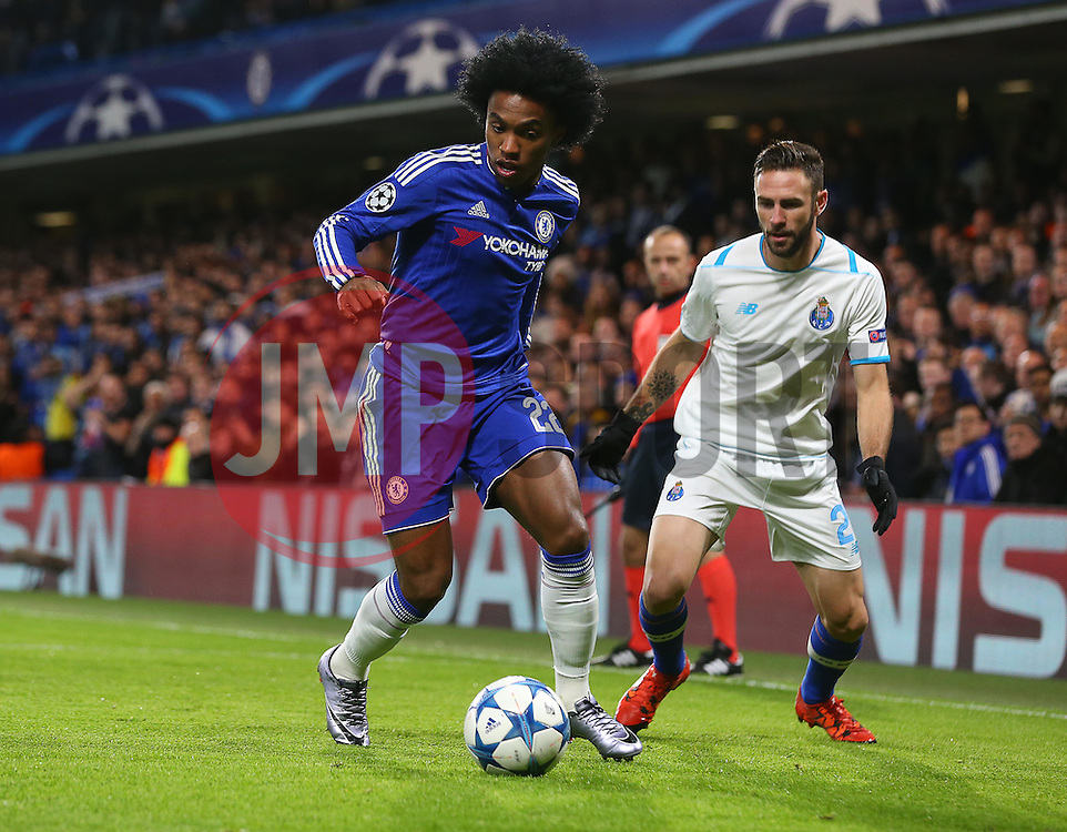 Willian of Chelsea controls the ball ahead of Maximiliano Pereira of FC Porto - Mandatory byline: Paul Terry/JMP - 09/12/2015 - Football - Stamford Bridge - London, England - Chelsea v FC Porto - Champions League - Group G