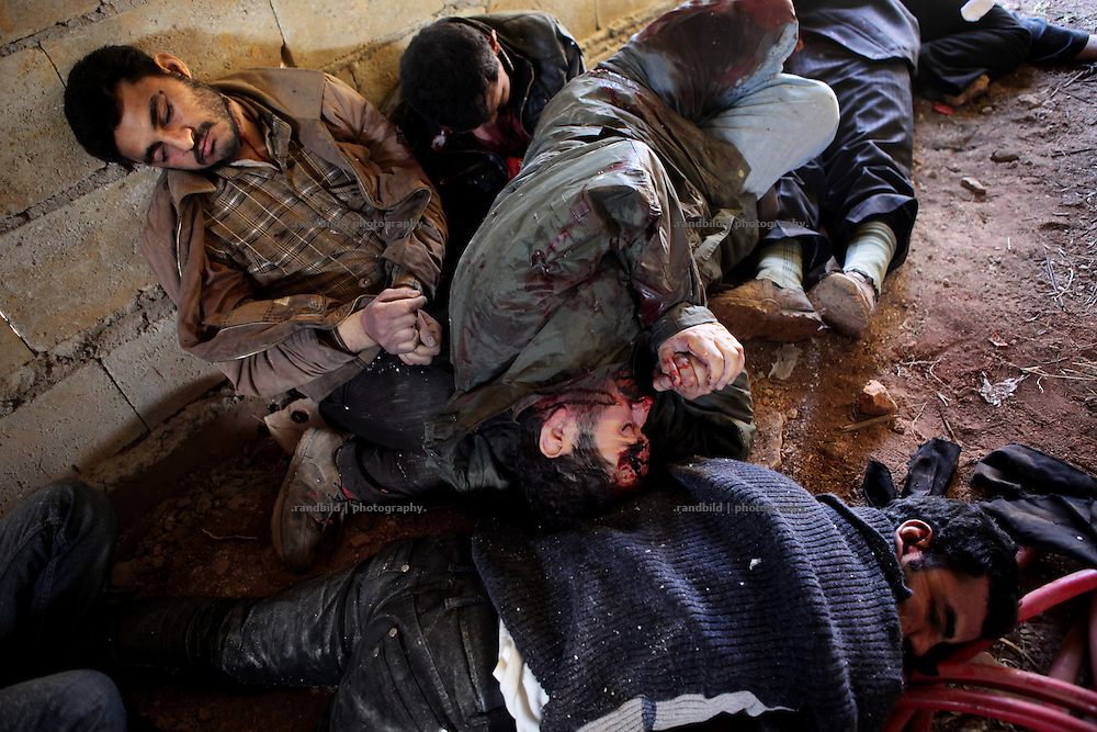 Seven executed men were discovered in an abandoned house south of Idlib, Province of Idlib, Syria. All victims were detained by syrian police two monthes before. All werde handcuffed and got a shot in the head.